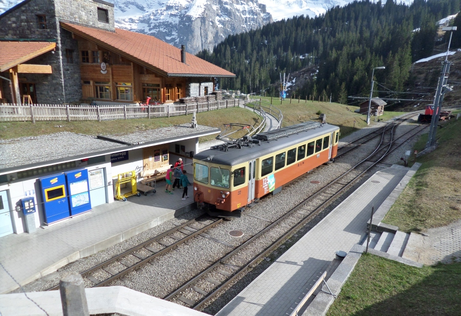 Winteregg_railway_station,_Murren_line,_Switzerland.jpg